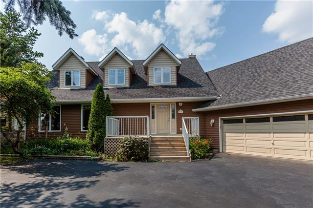793 East Lakeview Road Chestermere