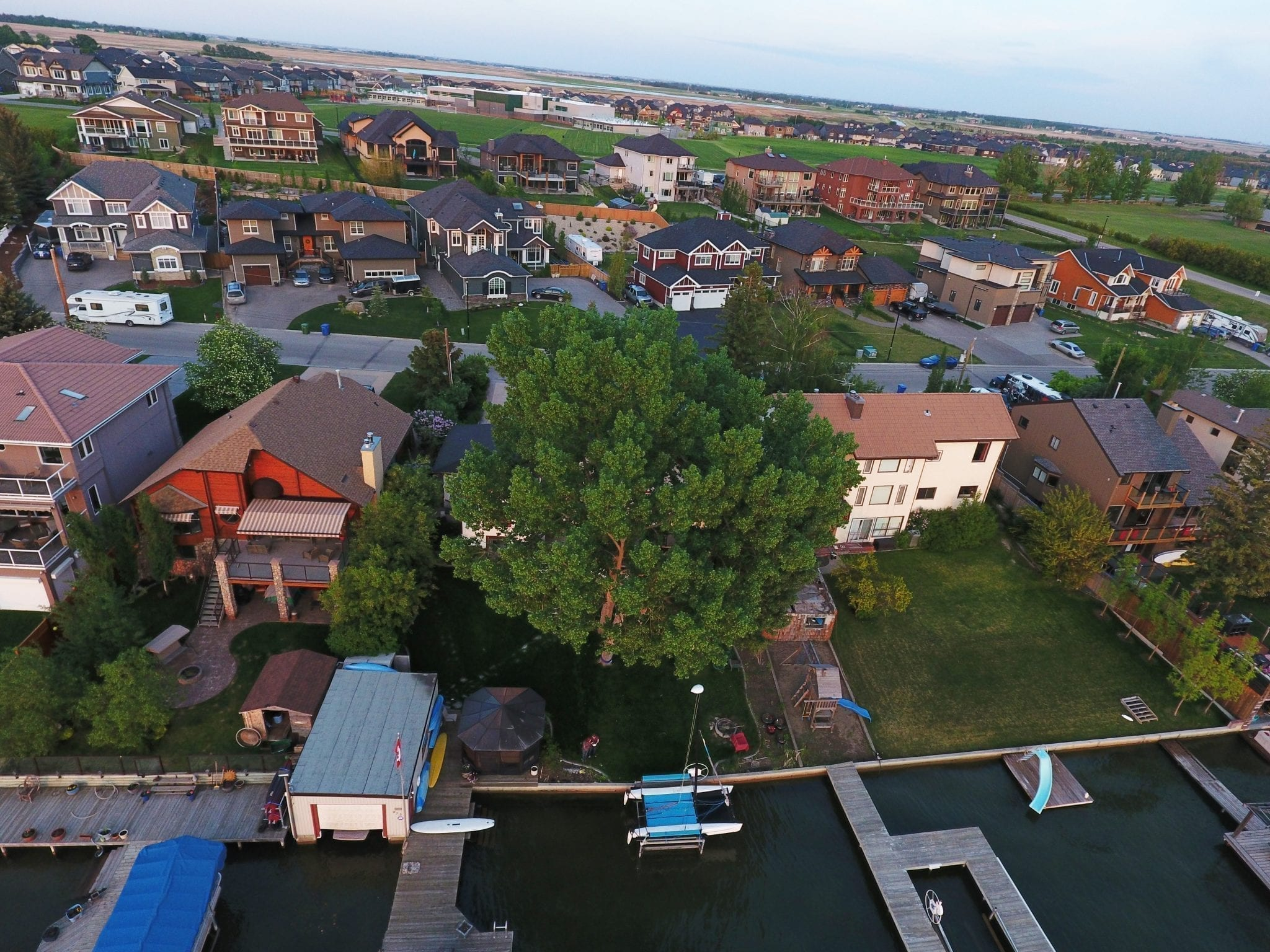 Chestermere homes close to lake