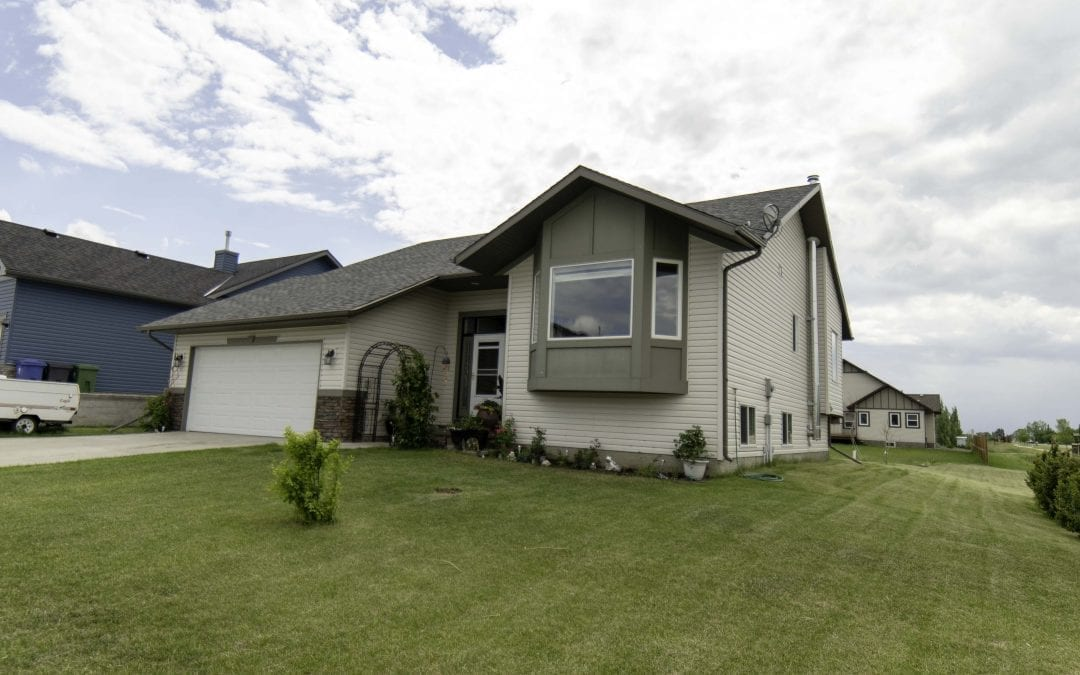 5 Bedroom Split Level Home in Langdon AB $425,000